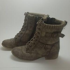 Coleman Woman's size 7.5m lace up boots